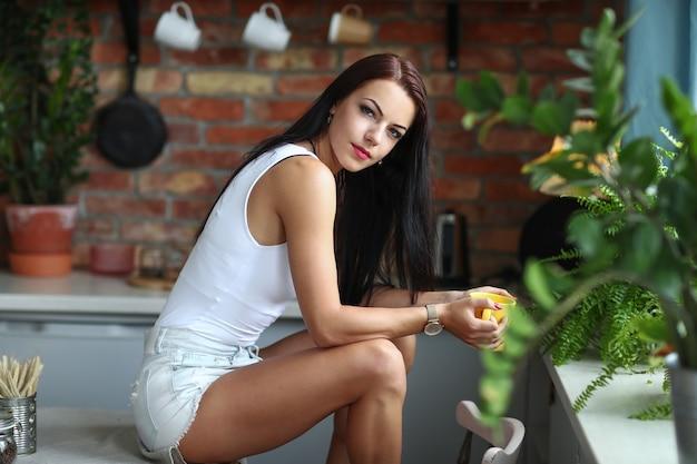 Dziewczyna w kuchni