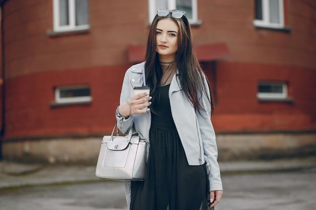 Dziewczyna w mieście