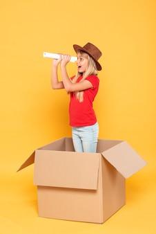 Dziewczyna w pudełku z kreskówek