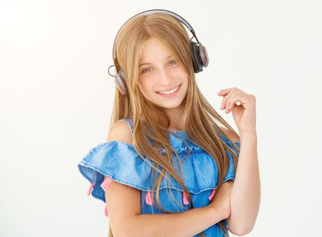 Dziewczyna w słuchawkach
