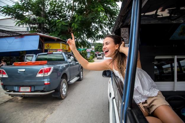 Dziewczyna w taksówce