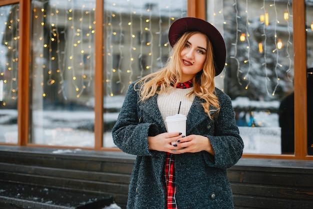 Dziewczyna w zimie