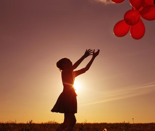 Dziewczyna z balonami plenerowymi