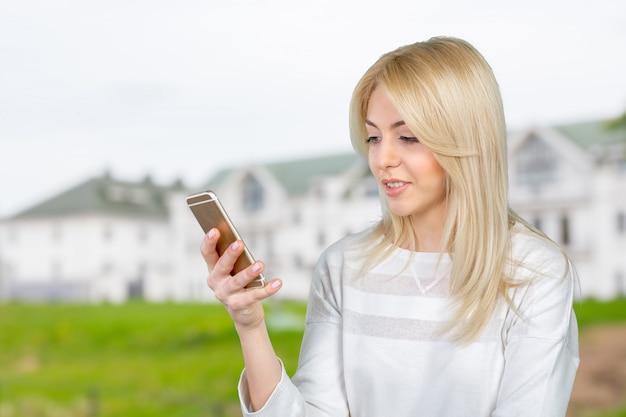Dziewczyna z inteligentny telefon