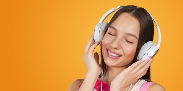 Dziewczyna ze słuchawkami