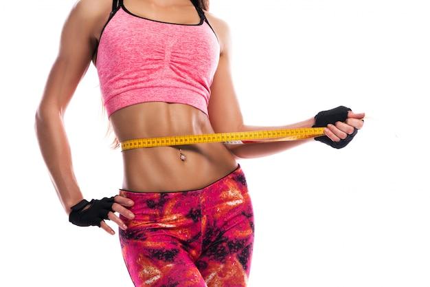 Dziewczynka fitness i centymetrem