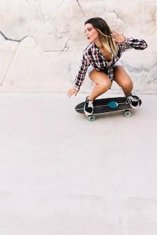Dziewczynka łyżwiarstwo
