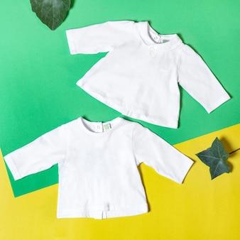 Dziewczynka ubrania i zabawki, koncepcja mody dla niemowląt