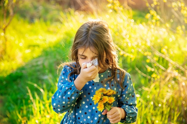 Dziewczynka uczulona na kwiaty