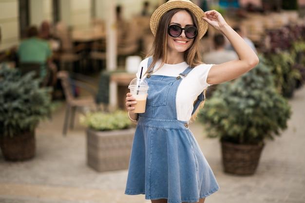 Dziewczynka w kapeluszu