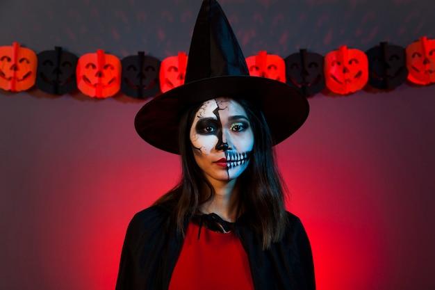 Dziewczynka w strój halloween