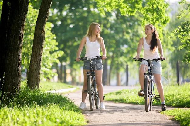 Dziewczyny jazda na rowerze