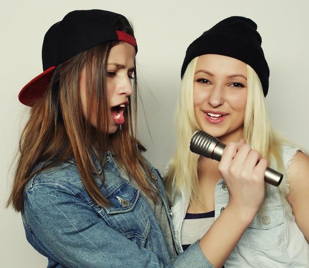 Dziewczyny śpiewają