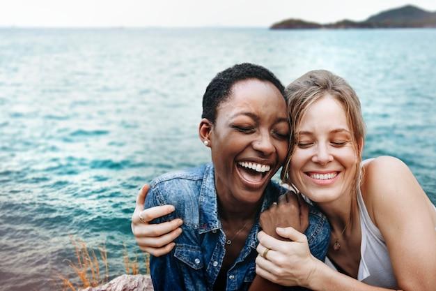 Dziewczyny świetnie się razem bawią