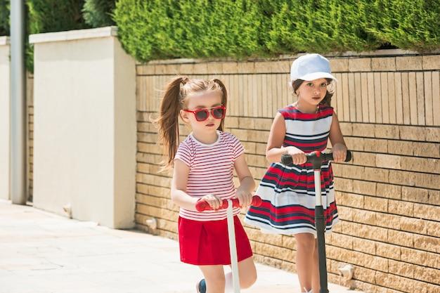 Dziewczyny w słoneczny dzień