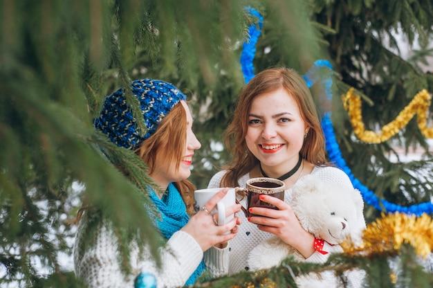 Dziewczyny z drzewami