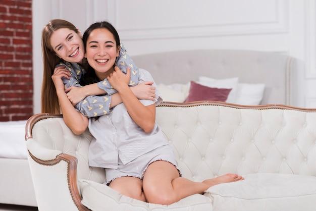 Dziewczyny z dużym kątem, przytulanie