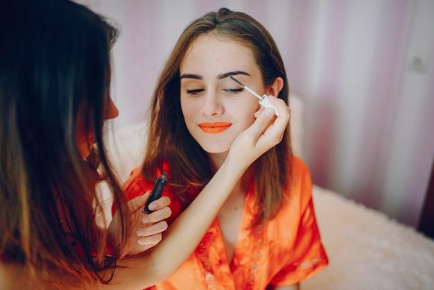 Dziewczyny z kosmetykiem