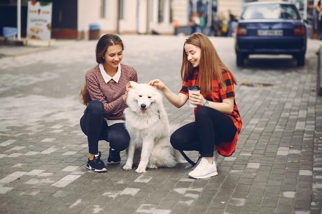 Dziewczyny z psem