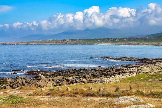 Dzikie plaże na północnym wybrzeżu galicji. finisterre.