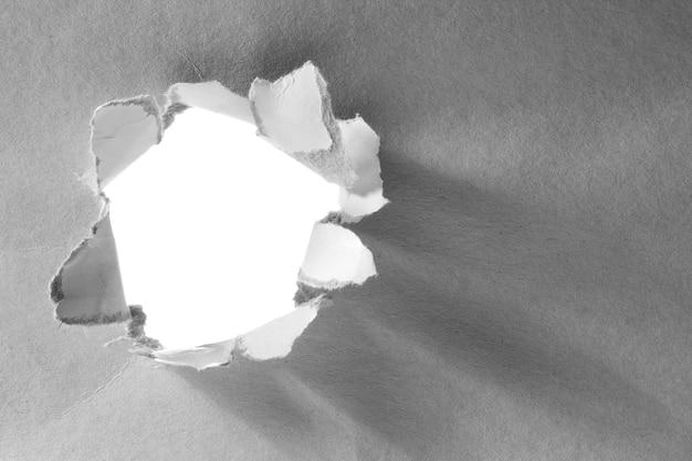 Dziura w białej księdze