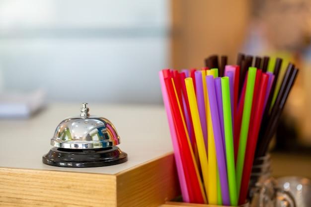 Dzwonek restauracyjny usług