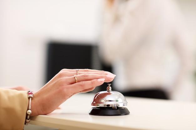 Dzwonek serwisowy w hotelu?