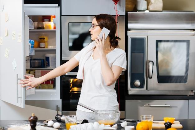 Dzwonię w kuchni