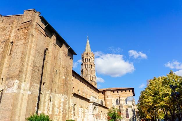 Dzwonnica bazyliki saint sernin, tuluza, francja