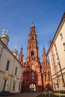 Dzwonnica katedry bogoyavlensky katedra objawienia pańskiego w kazaniu.