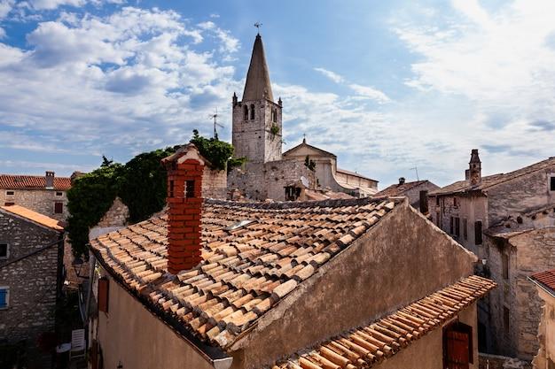 Dzwonnica kościoła nawiedzenia najświętszej maryi panny św. elżbiecie w valle, bale