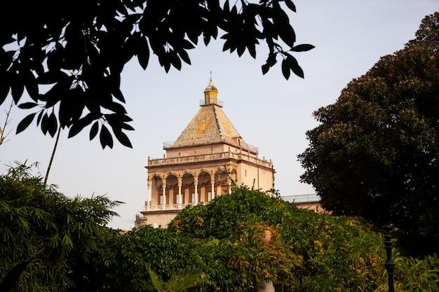 Dzwonnica pałacu normańskiego lub pałacu królewskiego w palermo