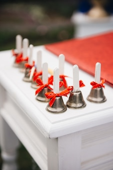 Dzwony na ślub, dekoracje ślubne, selektywne focus