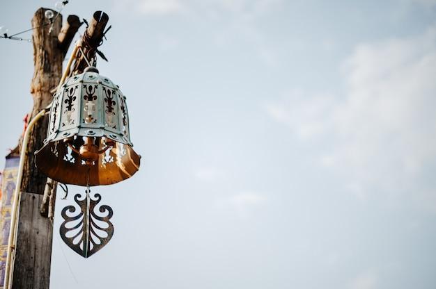 Dzwony z jednym drewnianym drągiem