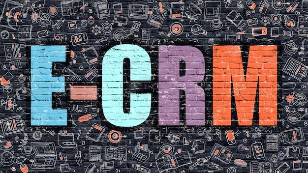 E-crm - elektroniczne zarządzanie relacjami z klientem - koncepcja. e-crm narysowany na ciemnej ścianie. e-crm w multicolor doodle design. koncepcja e-crm. nowoczesna ilustracja w stylu doodle design e-crm.