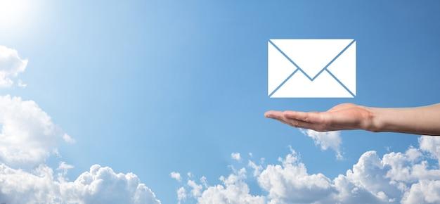 E-mail i ikona użytkownika, znak, koncepcja marketingu symboli lub biuletynu