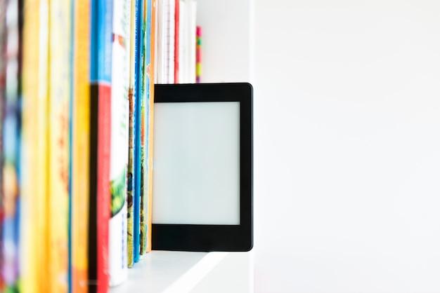 Ebook lub cyfrowy tablet do czytania