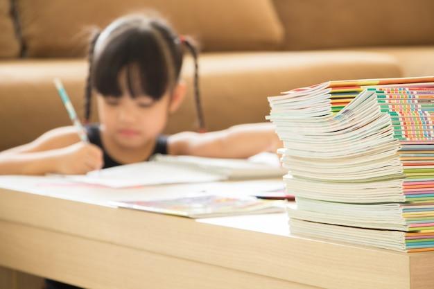 Edukacja i praca domowa z koncepcją edukacji to zbyt wiele dla małych dzieci
