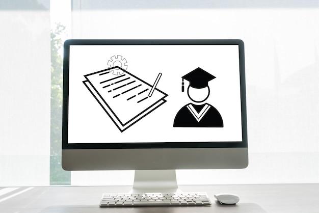 Edukacja online, arkusz dokumentów z ikonami i ukończone studia za granicą koncepcyjne na międzynarodowym uniwersytecie w monitorze komputera stacjonarnego. badanie certyfikatu egzaminu może się uczyć za pomocą technologii internetowej