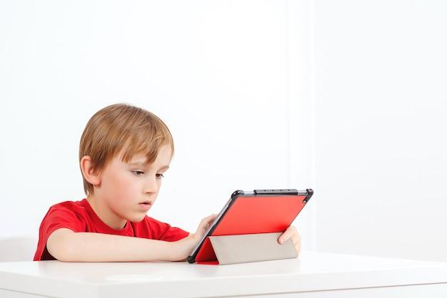 Edukacja online. koncepcja nauczania w domu. zdalne uczenie się i nauczanie.