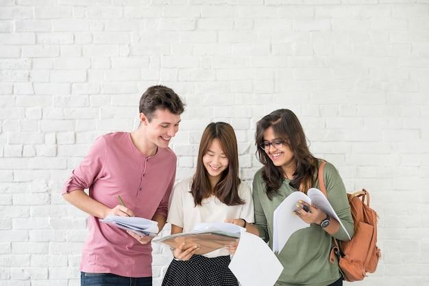 Edukacja studenci ludzie wiedzy pojęcie