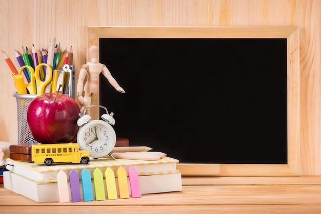 Edukacja, z powrotem szkoły pojęcie z kopii przestrzenią