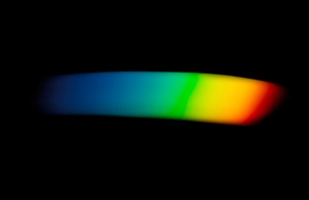 Efekt przecieku światła na czarnym tle