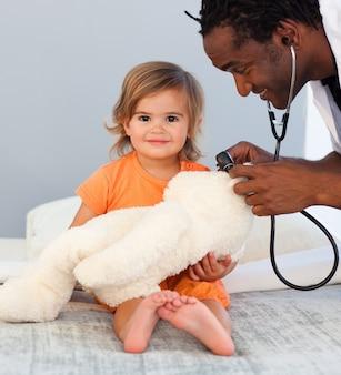 Egzamin dla dzieci dziewczynka z stetoskop