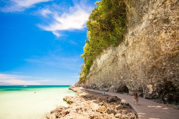 Egzotyczne wspaniałe widoki na morze na wyspie boracay