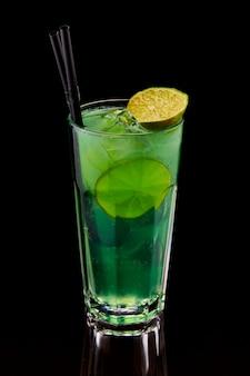 Egzotyczny koktajl z limonką