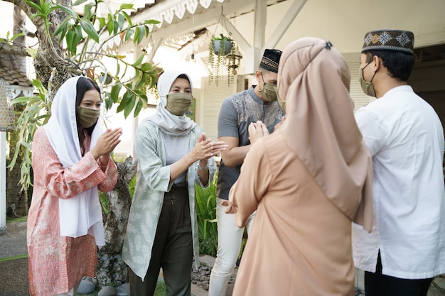 Eid mubarak, muzułmański dystans społeczny
