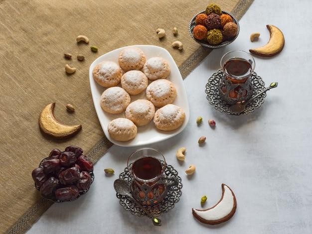 Eid muzułmański słodki kahk. arabskie słodycze dla ramadanu i eid.