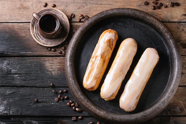 Eklery kawowe na drewno