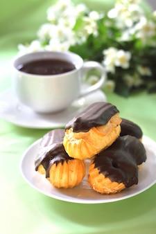 Eklery ze śmietaną w polewie czekoladowej